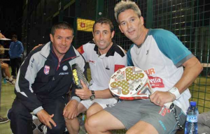 Máximo Castellote (i), Miguel Lamperti (d) con Maxi Grabiel (c)