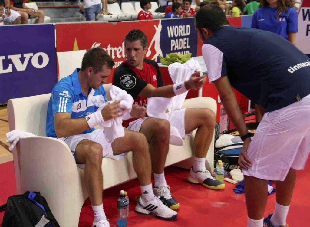 Matías Nicoleti y Peter Alonso en un descanso de un partido