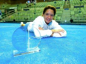 Paula Eyheraguibel después de ganar el Mundial de Pádel en 2006